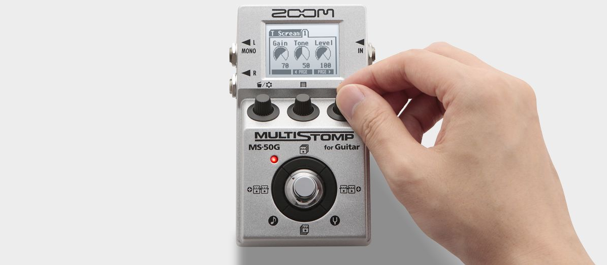 Zoom MS-50G MultiStomp Guitar Pedal - Hand turning knobs