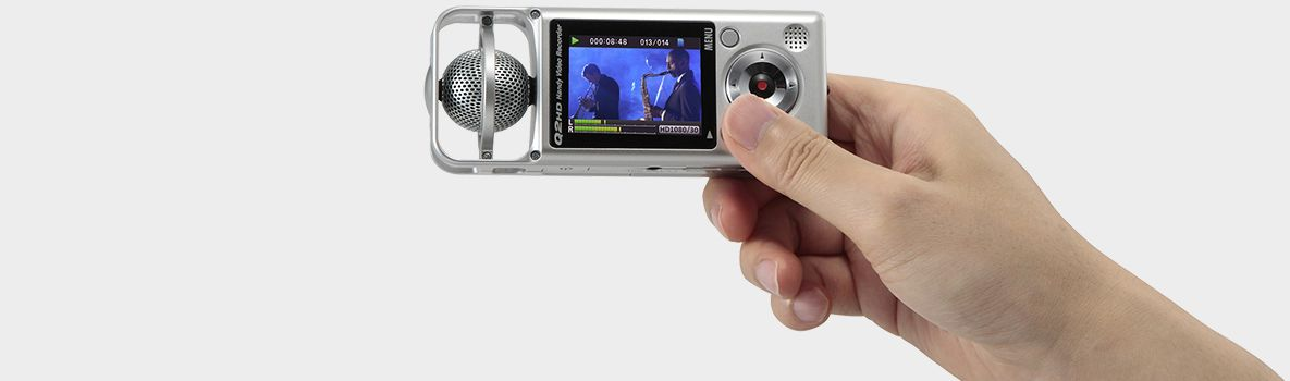 Zoom Q2HD Handy Video Recorder - handheld