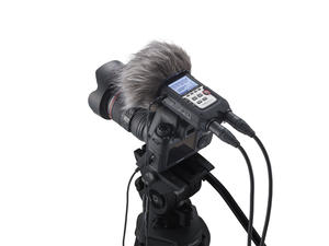 Zoom H4n Pro: DSLR with Windscreen