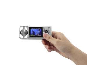 Zoom Q2HD Handy Video Recorder - rear view with hand
