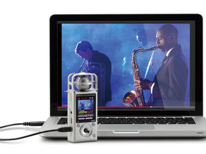 Zoom Q2HD Handy Video Recorder - Q2HD with laptop